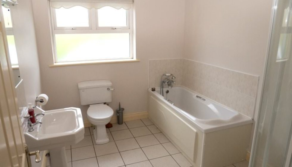 Drim Holiday Cottage Malin head - bathroom