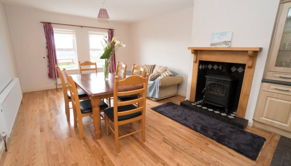 Drim Holiday Cottage Malin head - dining area