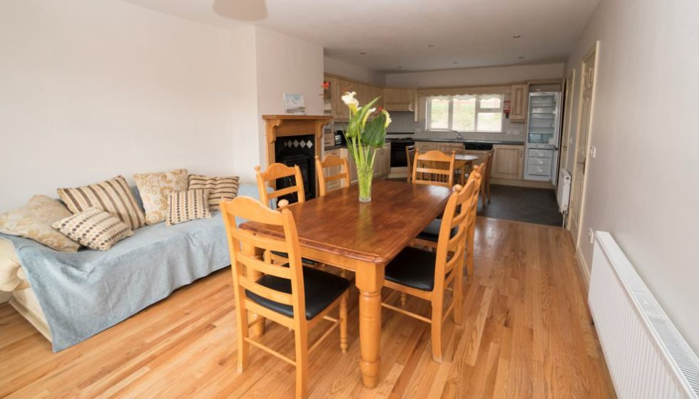 Drim Holiday Cottage Malin head - dining area and kitchen